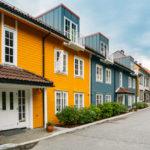 Fargerike rekkehus i Bergen.